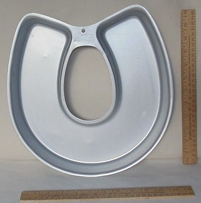 HORSE SHOE / Good Luck / HorseShoe - Cake Pan by Wilton - 502-3258 - used