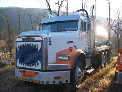 1991 Freightliner FLD 12064SD Water Trucks