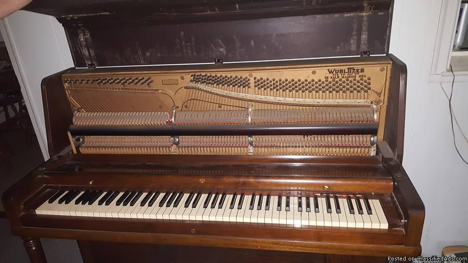 Wurlitzer Studio Upright Piano w/bench