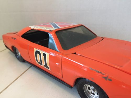 Vintage 1981 Dukes of Hazard General Lee Die Cast Metal Car ERTL 1:16 Scale