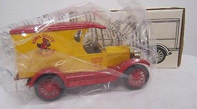 1992 ERTL Die Cast Bank 1923 1/2 Ton CHEVY TRUCK Iowa State CYCLONES 1:25 NIB *