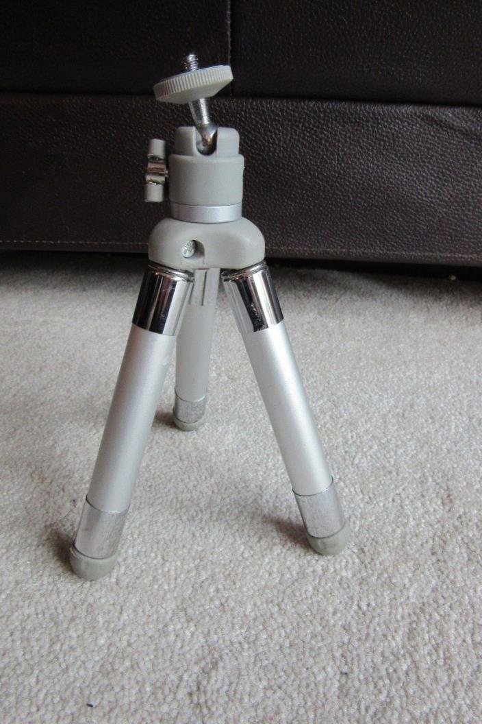 Silver Platinum Plus, Mini-D Tripod Adjustable Height Camera Tripod