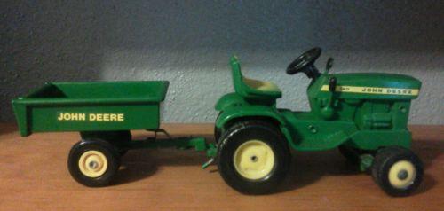 1/16 John Deere  140 Lawn & Garden Tractor Tilt Bed Cart.