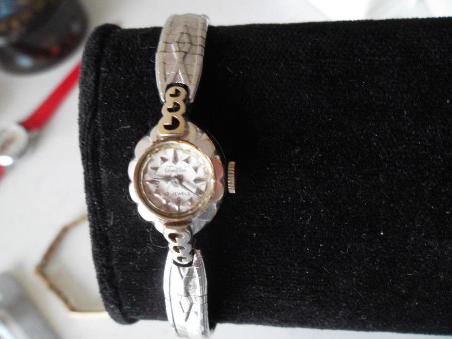 WOMENS VINTAGE TRADITION SWISS MADE 18K 17J WATCH RUNS & KEEPS TIME
