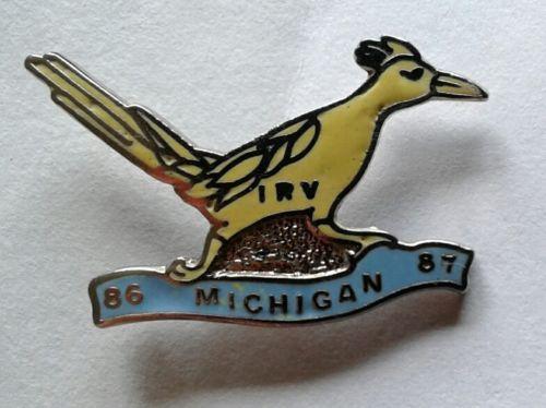 UPPER MICHIGAN ROADRUNNERS RUNNING CLUB PIN 86 / 87