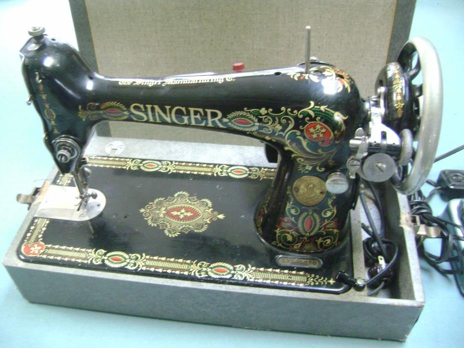 EARLY 1900'S SINGER PORTABLE SEWING MACHINE