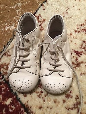 Pépé girls size 6 toddler white leather shoes with laces