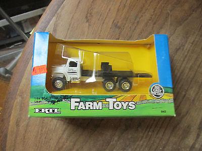 Ertl Farm Country 1/64 Favorite Farm supply truck 1987 645 mint in box