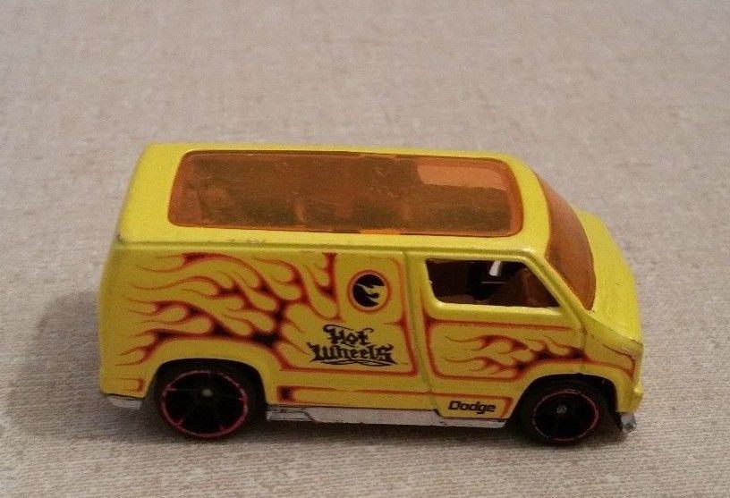 2007 Hot Wheels Custom 77 Yellow Dodge Van