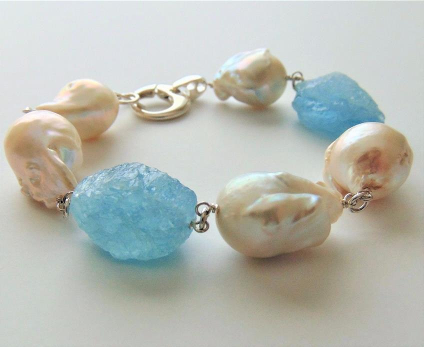 Bracelet with aquamarine and baroque freshwater pearls