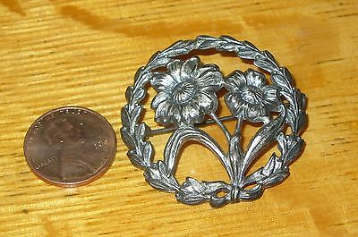 Beautiful VINTAGE Sterling Silver Round FLOWERS Pin Brooch Unique Cut-Out design