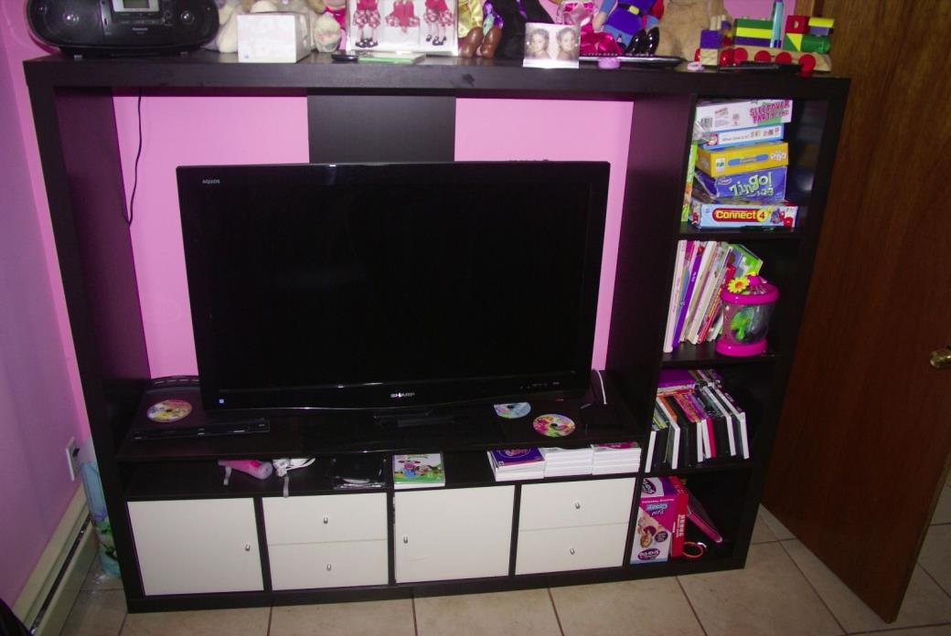 WALL UNIT ENTERTAINMENT CENTER