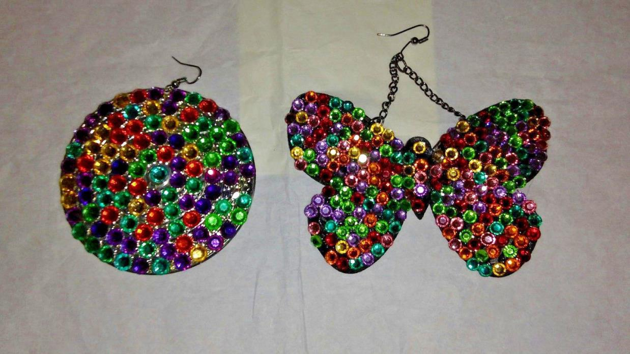 ONE OF A KIND RETRO BUTTERFLY & DISK EARRING SET                           (J39)