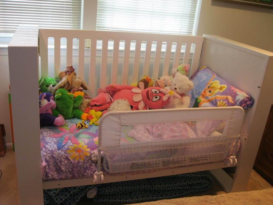 NURSERY WORK CRIB/TODDLER BED/DAY BED WHICH MEETS SAFETY STANDARDS/CPSC