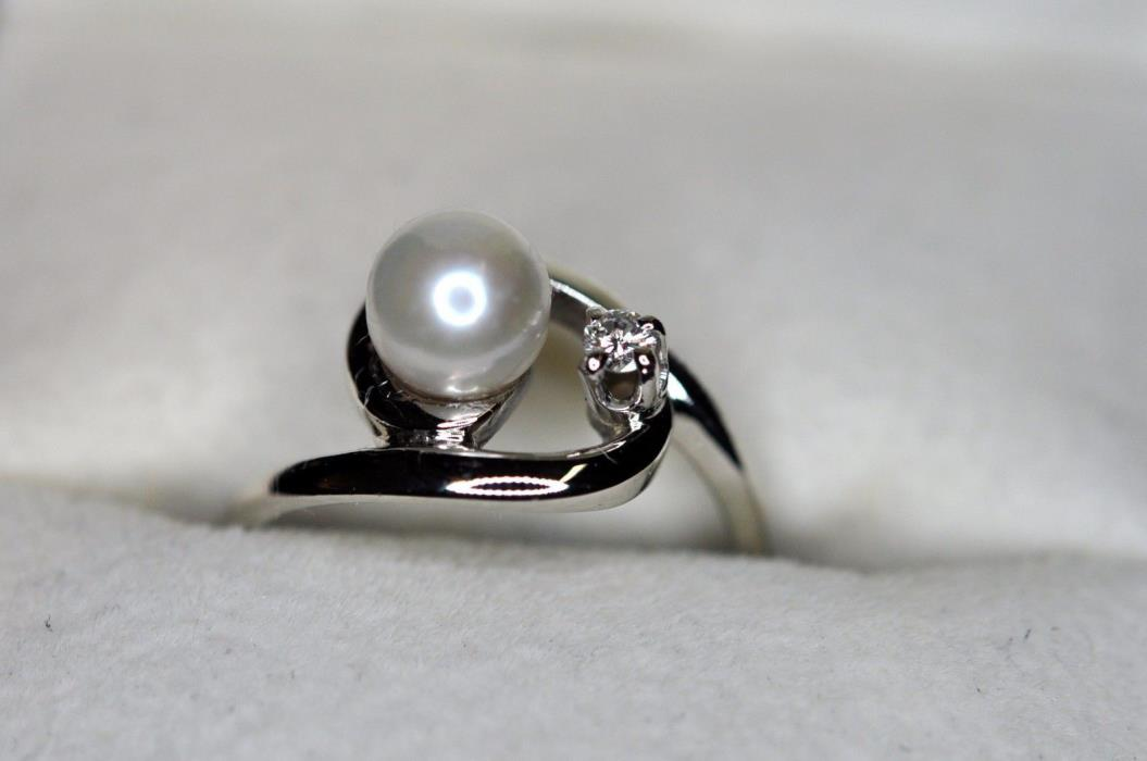 14k solid white gold ladies diamon ring with natural pearl size 4.5