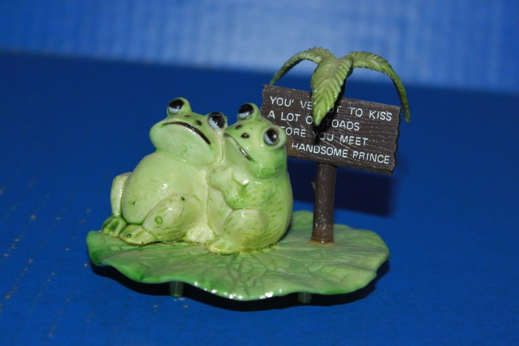 Cute Vintage 2 Frogs On Lily Pad Plastic Figure Hong Kong
