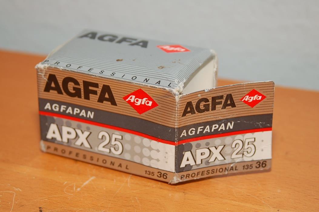 AGFA Agfapan Professional 135 Black & White 24x36mm film 36 APX 25 -EXPIRED 2004