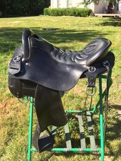 18.5 BLK Tucker Endurance Saddle X Wide