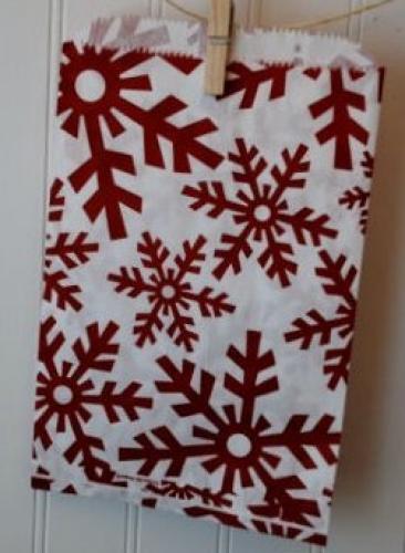 100ct Snowflake Flurry Red Treat Bag 6 1/4 X 9 1/4