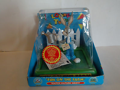 Vintage 1995 Warner Bros Bugs Bunny FUN ON THE FARM Watch Nature Grow Figurine