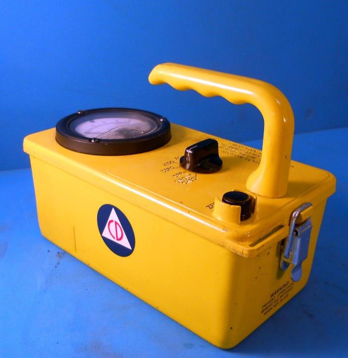 VICTOREEN INSTRUMENT CO. CDV-715 CIVIL DEFENSE ION CHAMBER/ GEIGER COUNTER