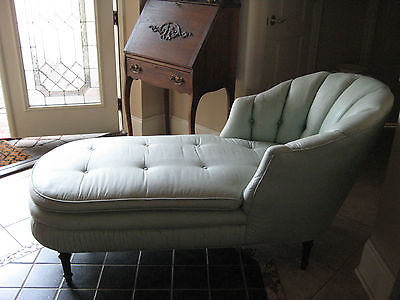 ANTIQUE LOUNGE IN EXCELLENT CONDITION NO RESERVE