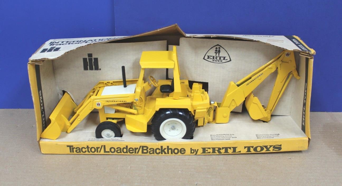 Ertl 472 IH 4600 Backhoe Loader 1:16  VNM 1975 Boxed Unplayed with