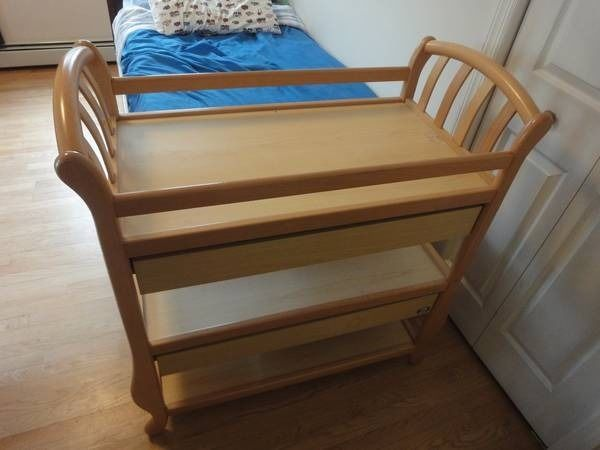 Pali changing table
