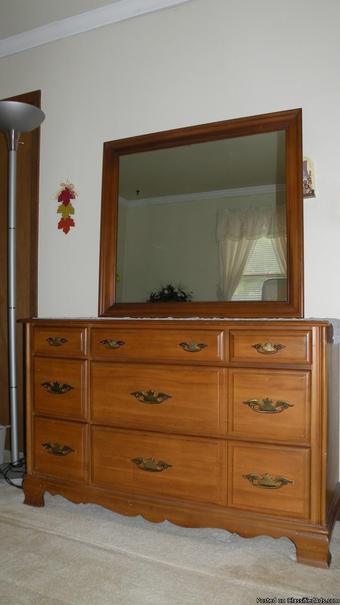 2 Dressers and Night stands