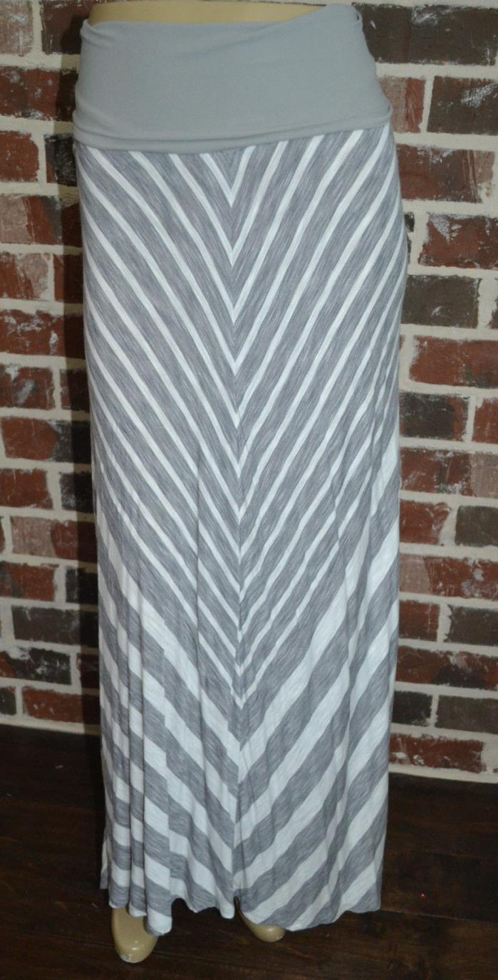 Oh Baby by Motherhood Maxi Skirt Grey And White Chevron-Size M