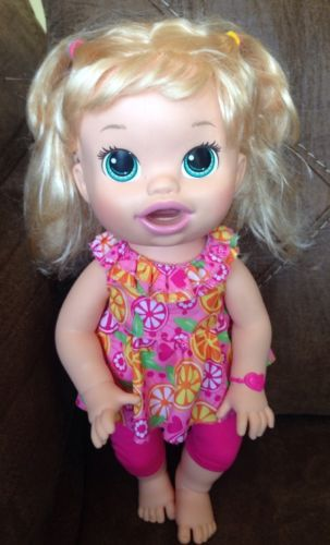 2014 Baby Alive Snackin Sara Talks Bilingual Soft Face Blonde Toy Doll #HH24