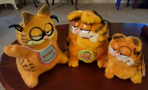 3 Vintage GARFIELDS (1 Pull String Talking Cat & 2 Plush Garfields)