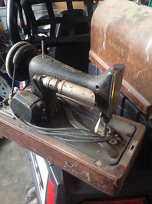 Singer Sewing Machine No 99  Vintage Antique Old Portable Wooden Case  !!