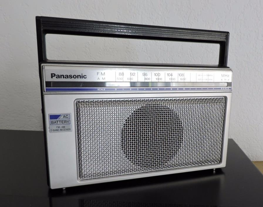 Vintage Panasonic AM/FM Portable Radio RF-538 Tested & Working 1980's
