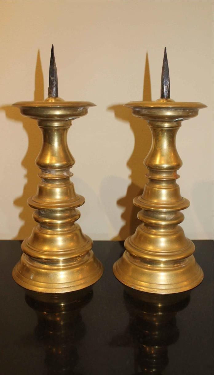 ANTIQUE COLONIAL STYLE PICKET CANDLESTICKS - CAST BRASS - OLD, Nice