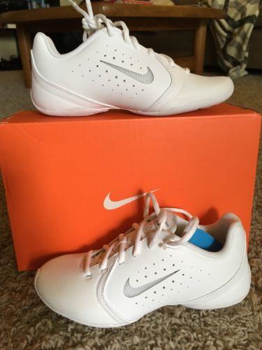 New womens nike Cheerleader Shoes size 5. Sideline III Insert