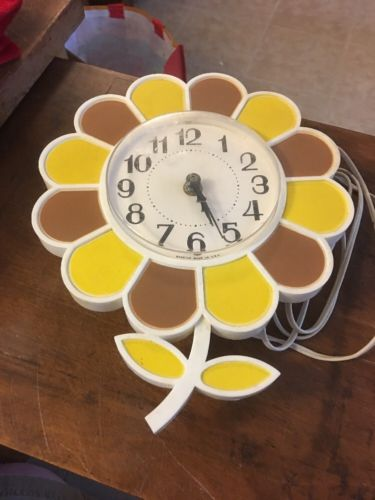 Vintage Art Deco Spartus Made In USA Flower Wall Clock