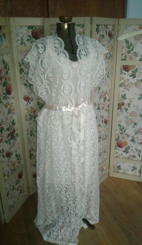 Vintage  LILY OF FRANCE White Lace Pegnoir Floor Length  Size M