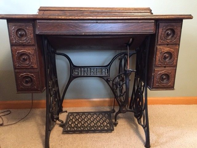 Antique Singer Sewing Machine in Cabinet 1921