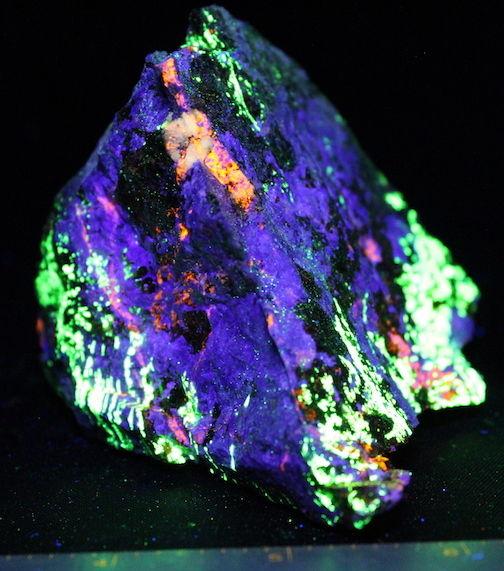 Fluorescent specimen Franklin NJ Barite Clinohedrite Hardystonite Willemite