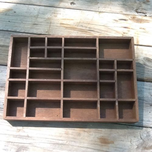 VINTAGE WOOD SHADOW BOX WALL DISPLAY FOR MINIATURE COLLECTIONS