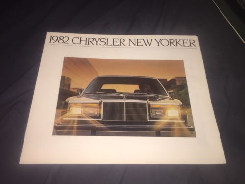 1982 Chrysler New Yorker Color Brochure Catalog Prospekt
