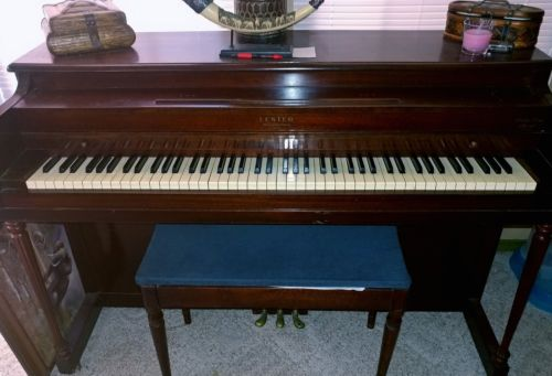 Lester Betsy Ross Spinet Piano & bench