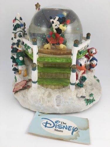 VINTAGE 1996 DISNEY MICKEY'S MOUSE WINTER WONDERLAND MUSICAL SNOWGLOBE FIGURE