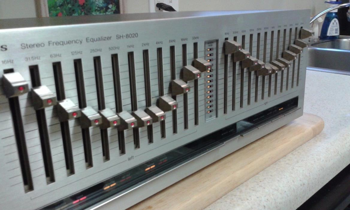 VINTAGE TECHNICS STEREO  FREQUENCY EQUALIZER SH-8020