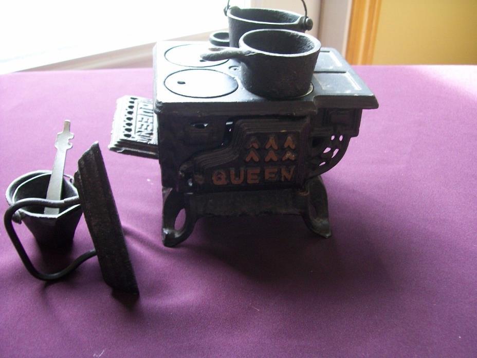 Antique Miniature QUEEN Black Cast Iron Stove w/ Pots Pans Doll house Sample