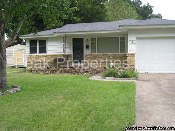 Rock and frame home with fenced back yard 115 Louise St, North Little Rock, AR...