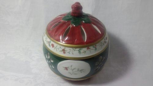 Pfaltzgraff china Winterberry covered bowl candy dish