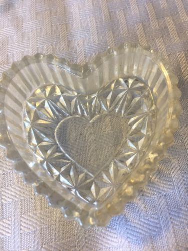 CRYSTAL  SMALL HEART  TOP OPENS FOR STORAGE