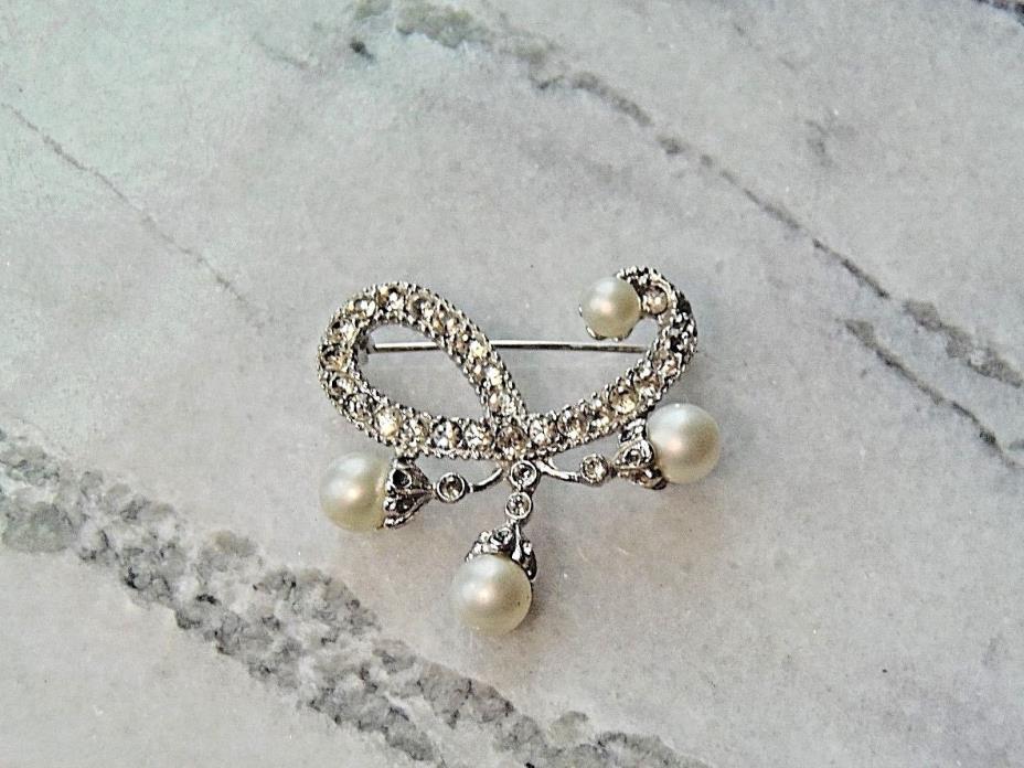 Beautiful Vintage Style Pearl & Rhinestone Silver Wedding Broche